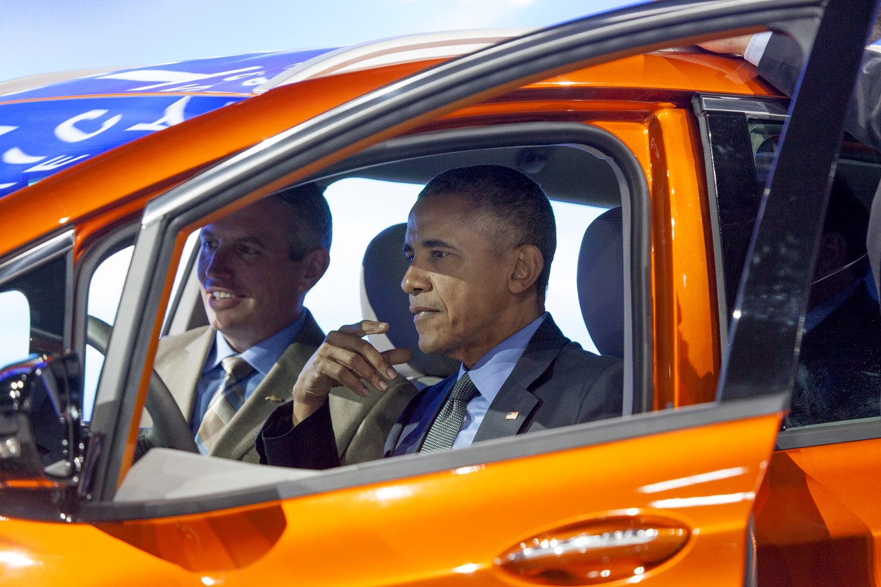 (President Obama in Chevy Bolt at 2016 Detroit Auto Show. © General Motors.)