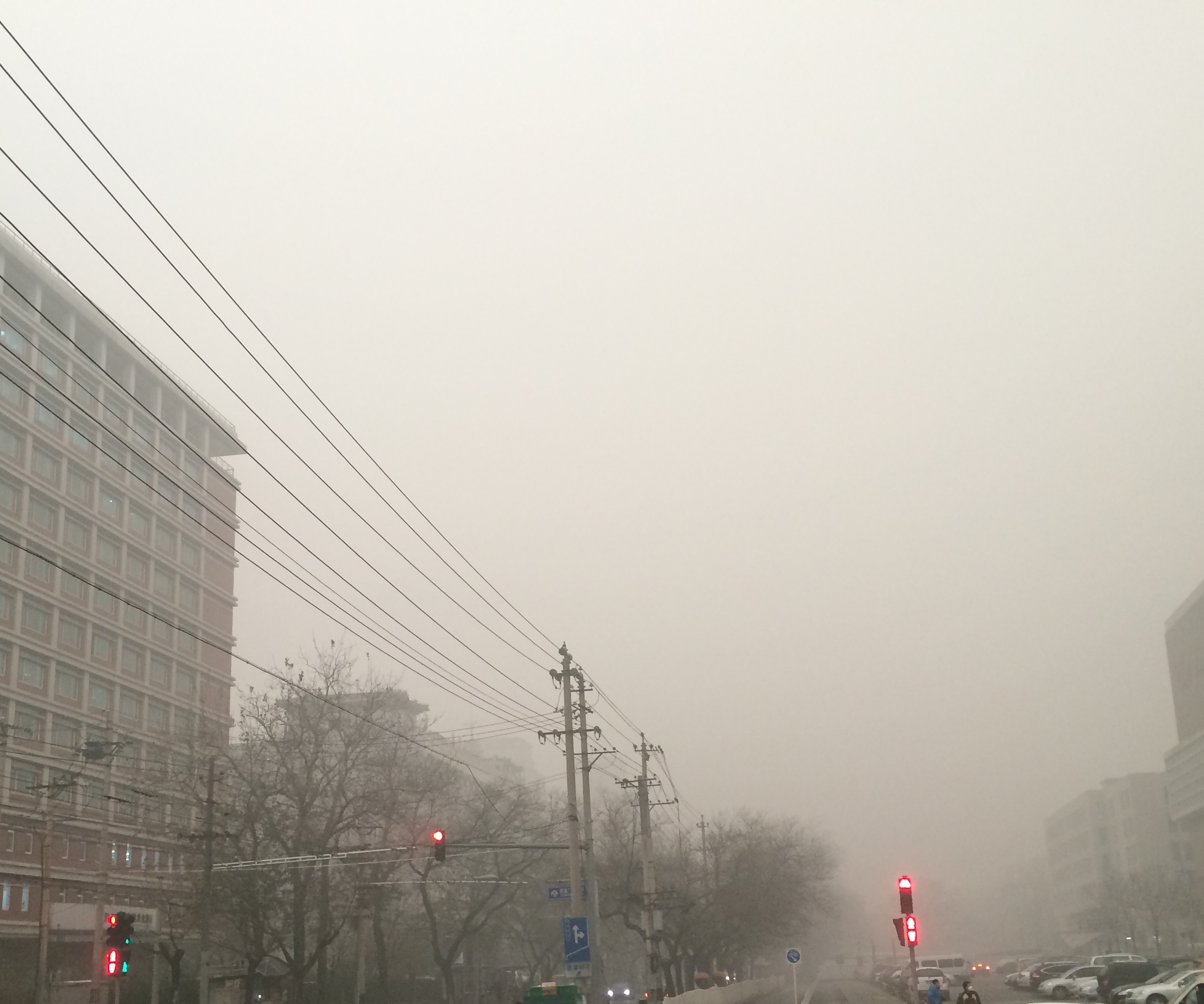 (Beijing on a smoggy day)